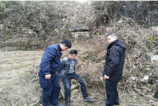 """思南张家寨:民警与网逃人员上演""""追逐大戏"""""""